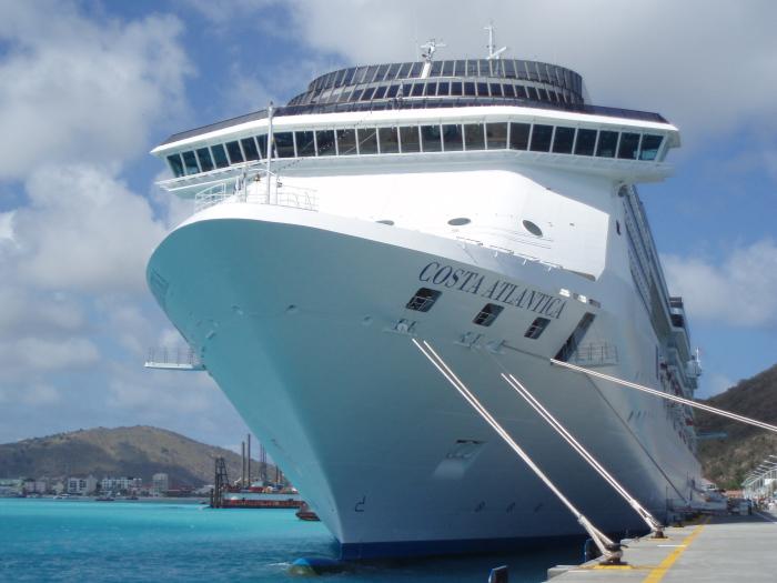 Costa Atlantica ormeggiata ai Caraibi